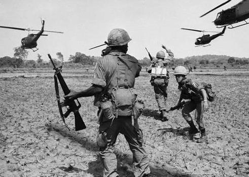 越南战争时期,美国为何不敢投原子弹?原因简单又复杂